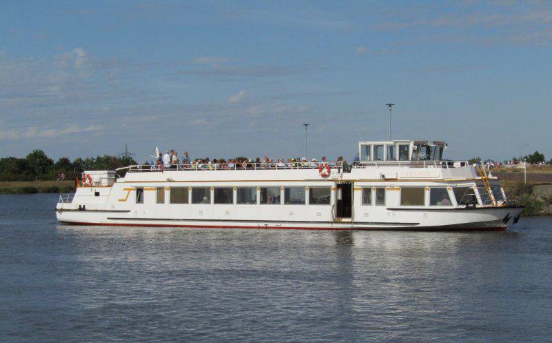 fahrgastschiff-32-m-binnen